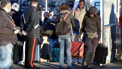 صورة إيطاليا توقف عشرات المهاجرين بينهم سوريون