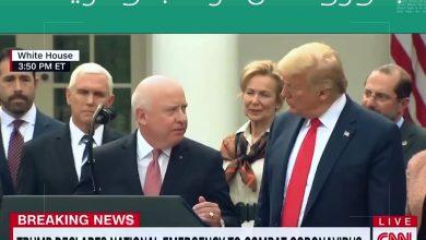صورة شاهد.. ظهور الرئيس الأمريكي دونالد ترامب وفريقه المعين لمكافحة فيروس كورونا دون اي التزام بإجراءات وقائية