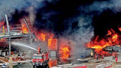 صورة إخماد  ما تبقى من حريق مرفأ بيروت