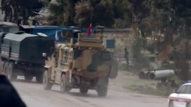 صورة #شاهد : قوات النظام السوري تنظم المرور على الطريق M5 أثناء مرور دورية تركيا روسية مشتركة