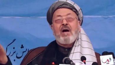 """صورة لحظة استهداف رئيس مجلس الشورى الأعلى للسلام في أفغانستان"""" كريم خليلي """" خلال حفل أقيم في الذكرى السنوية لوفاة زعيم شيعي أفغاني"""