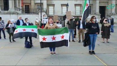 صورة في ذكرى رحيل الساروت .. أناشيده تحيي وقفة السوريين في لندن تضامناً مع مظاهرات السويداء