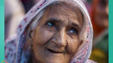 صورة عمرها 82 عاماً واختيرت بقائمة أكثر الشخصيات المؤثرة في العالم.. من هي السيدة المسلمة -بلقيس-؟