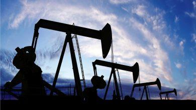 صورة النفط يهبط 2% متخليا عن مكاسبه المبكرة