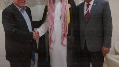 """صورة نتنياهو يتّصل بالمطبّع السعودي """"محمد سعود"""".. والأخير يغني له بـ """"حبيبي"""""""