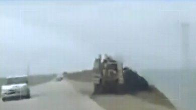 صورة تحرشات بين دوريات روسية وأميركية في #القامشلي.. سباق سيارات أم استعراض قوة؟