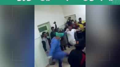 صورة طبيب المشفى على رأس الدبكة.. بدون أية إجراءات وقائية كادر مشفى في درعا يدبكون متلاصقين