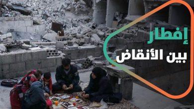 صورة في سوريا.. إفطار في رمضان على أنقاض وذكريات البيوت المدمرة