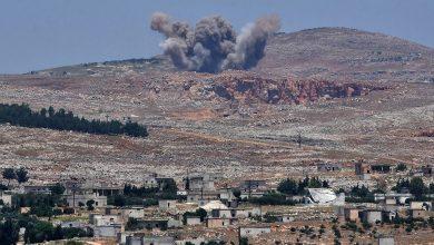 صورة قتلى وجرحى بقصف روسي على معسكر للمعارضة في إدلب