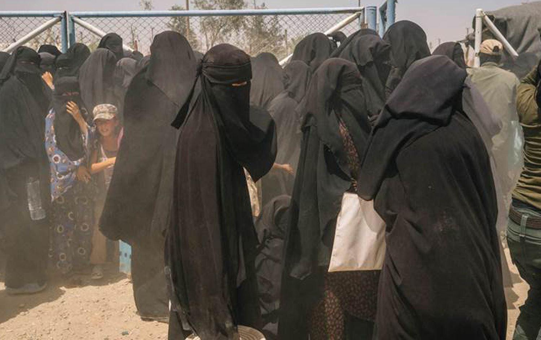 نساء في مخيم الهول
