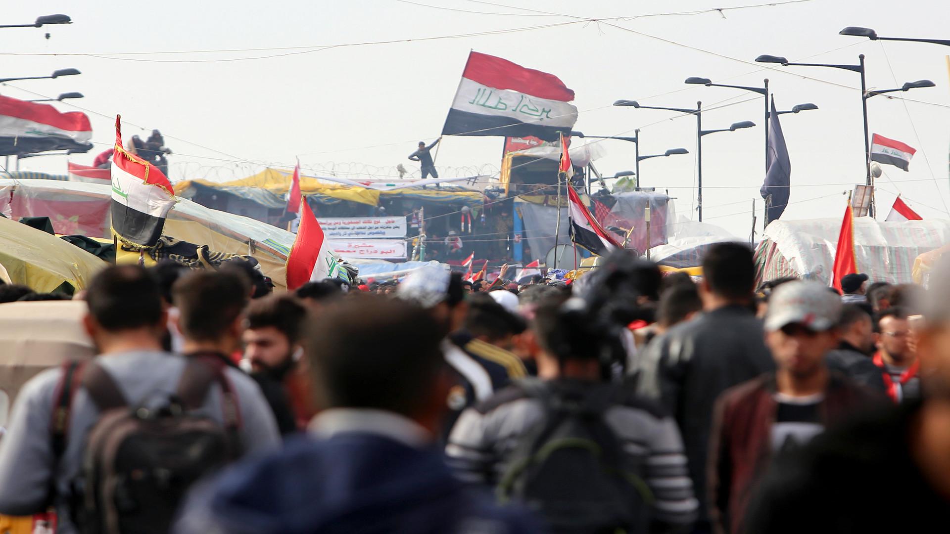 تجمع المئات في ساحة التحرير وسط بغداد