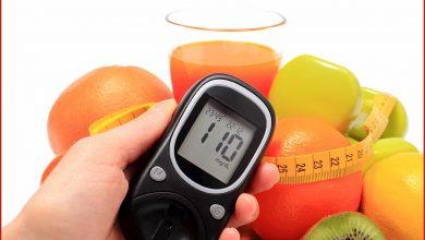 صورة ما هي الفواكه التي يمكن أن ترفع مستويات السكر في الدم؟
