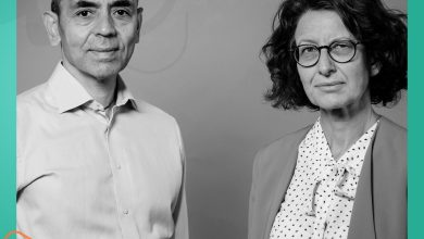 صورة ينحدر من أصول سورية وزوجته تركية.. من هو الطبيب المطوّر للقاح فيروس كورونا الأخير؟