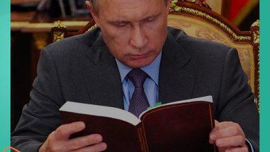 """صورة فلاديمير بوتين يضع """"القرآن الكريم"""" أمامه ويتلو آيتين"""