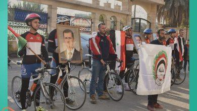 صورة تنظيم مسير من شرق سوريا إلى قبر حافظ الأسد.. وأسماء الأسد تعتزم تنفيذ مشروع مصابي قوات النظام